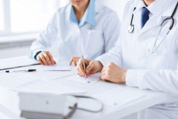 Medico-curante vs medico-paziente: si richiede un rapporto rispettoso e deontologicamente coerente