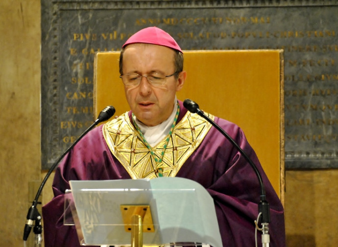 """Il Vescovo Solmi è vicino alla comunità medica di Parma. Le sue parole in una lettera dedicata: """"Offrite la cura e la speranza. Grazie"""". E una preghiera per tutti coloro che soffrono"""