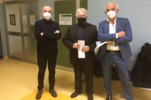 """Muzzetto e Di Mola dopo l'inoculazione: """"A TUTTI I MEDICI E DENTISTI DI PARMA: VACCINIAMOCI!"""""""